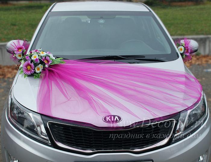 Украшение свадебной машины фатином